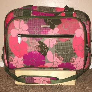 Embark travel carry on